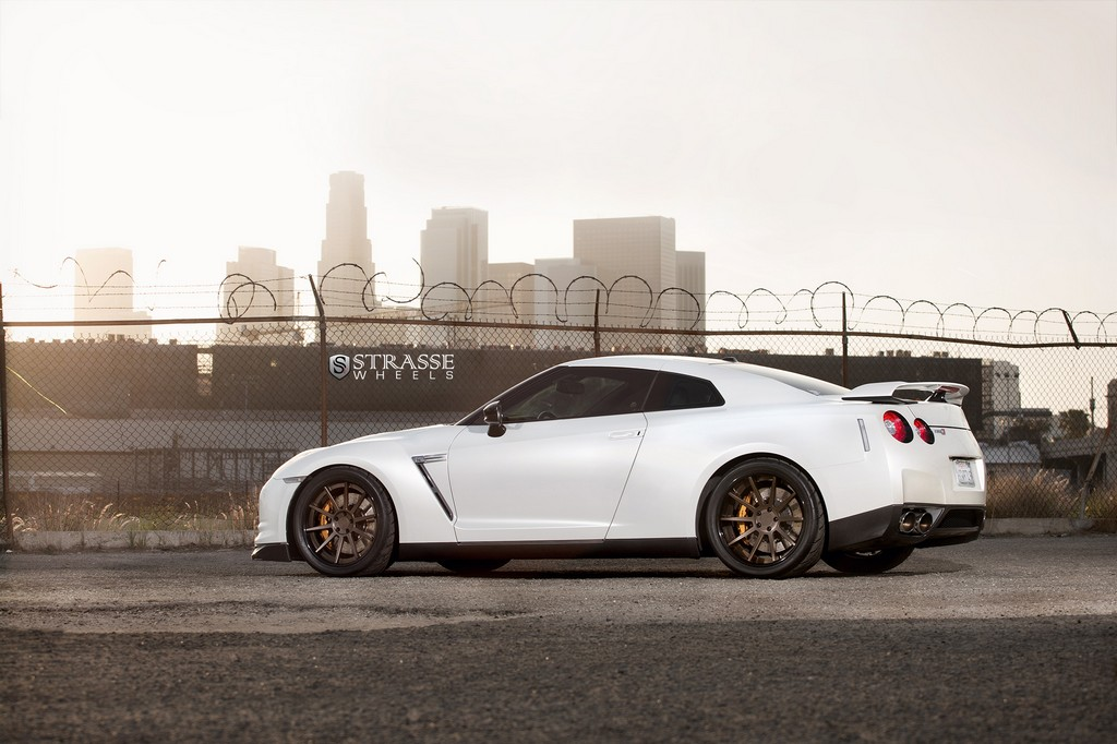 Strasse Wheels - Alpha 9 Nissan GT-R - R10 Deep Concave Wheels